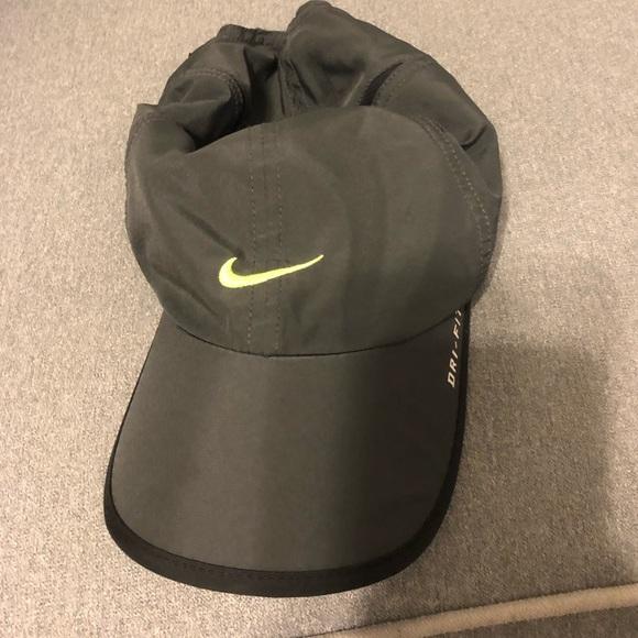 2f3970b49da88 Nike feather light dri fit adjustable hat. M 5c3a2a88a31c33d5dd96e806